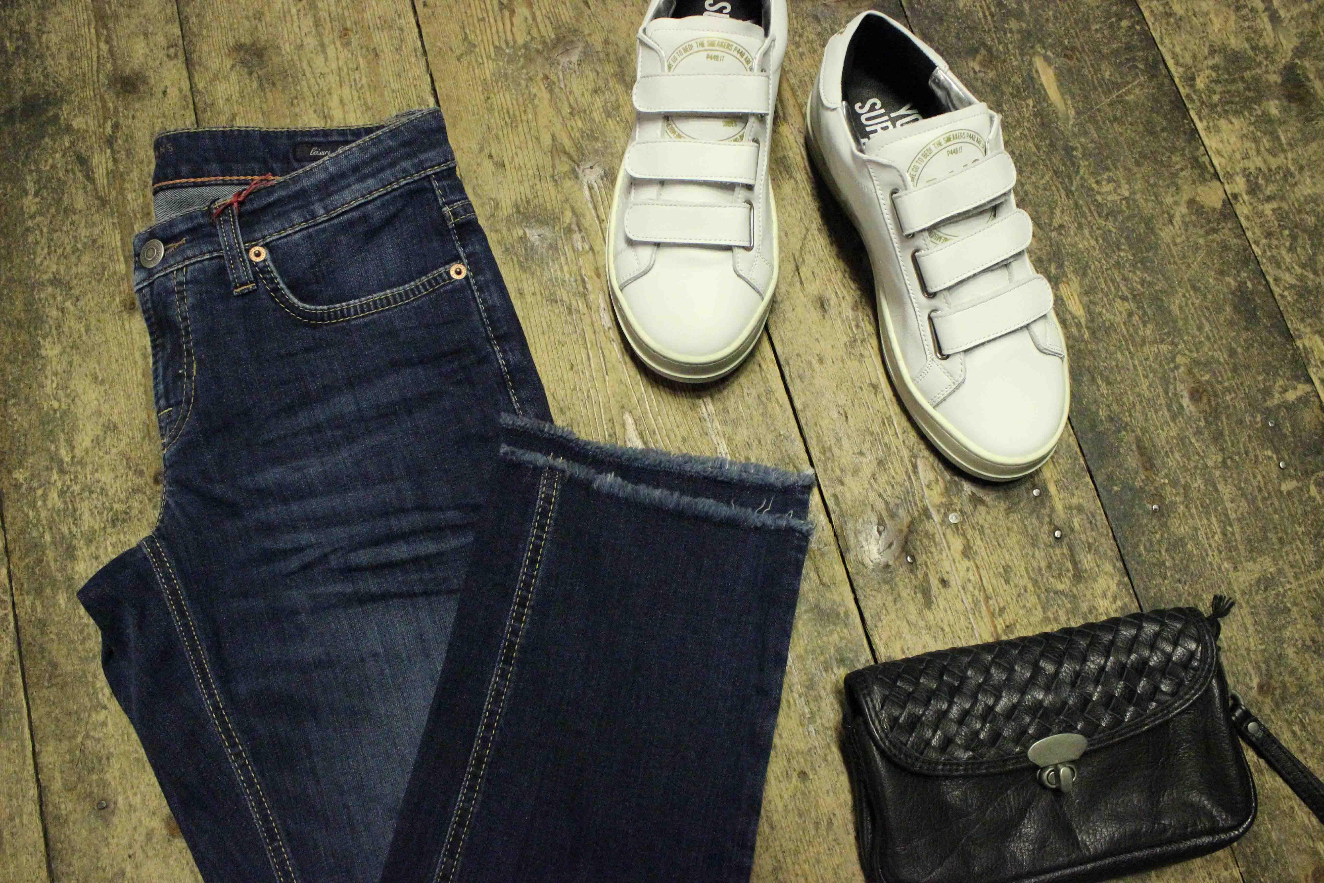 Cambio Jeans und Sneaker