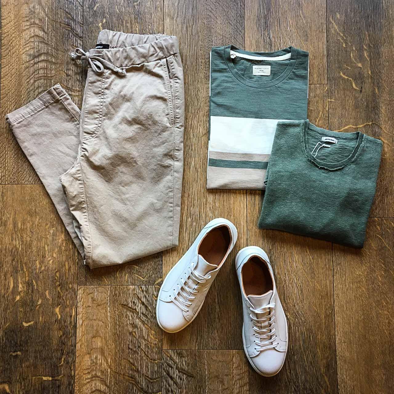 Herren Outfit in Beige/Grün