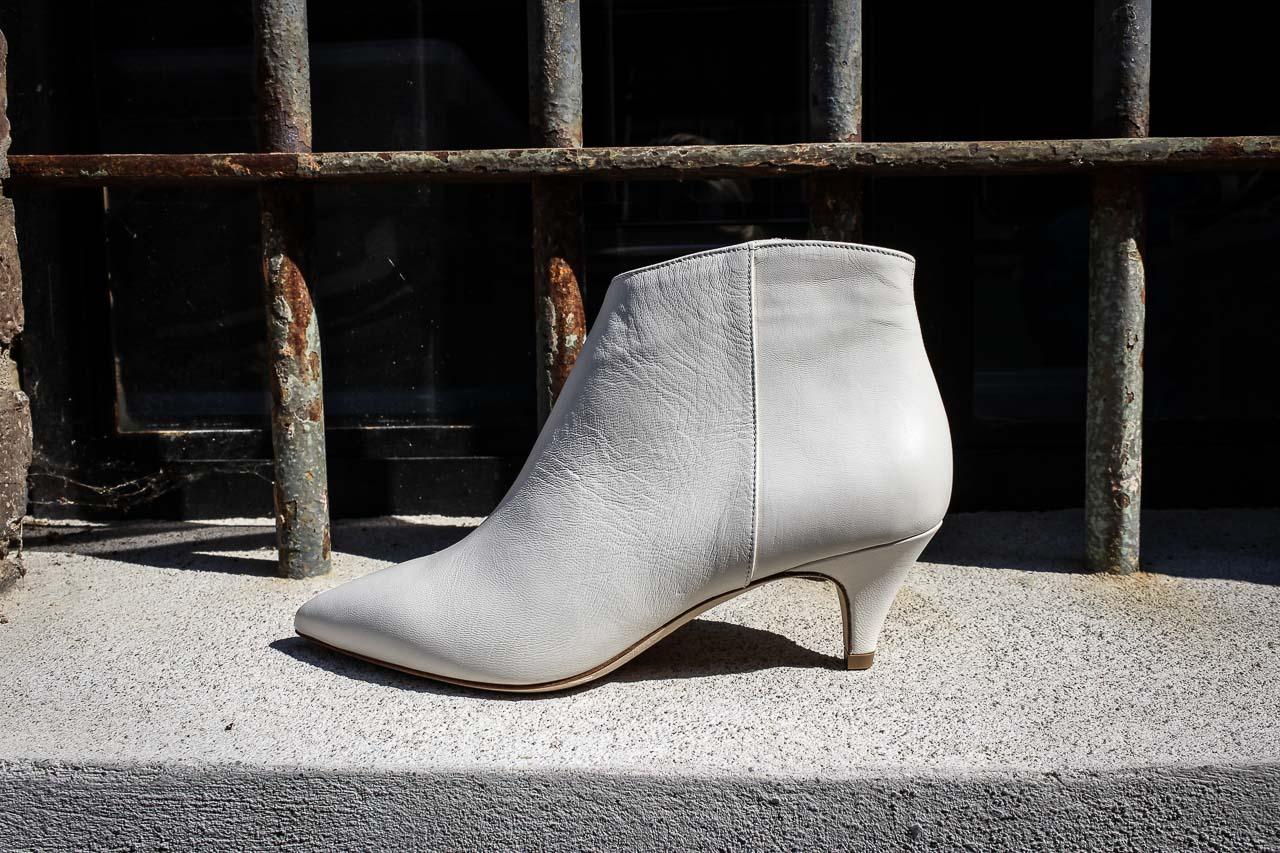 9629f90d4da8ad Weiße Stiefelette von The Seller