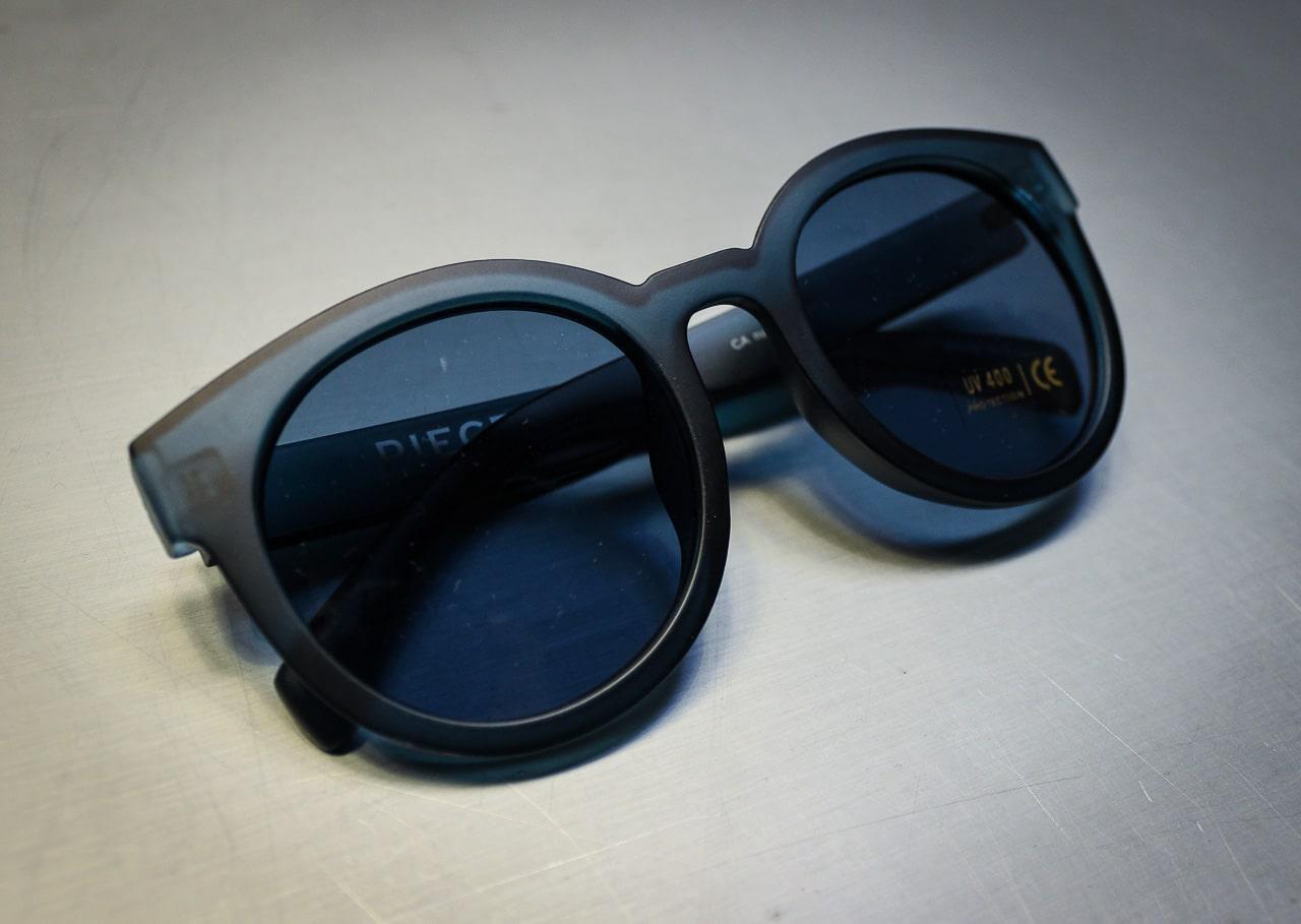 Blaue Sonnenbrille von Pieces